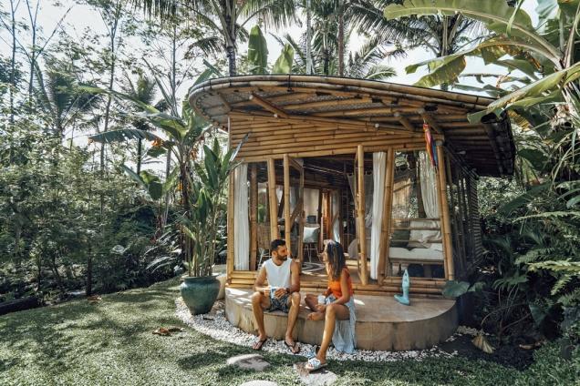 Novým přírůstkem je bambusový domek Hideout Lightroom. Byl postaven vroce 2016 anabízí pocit moderního apartmánu uprostřed pralesa.