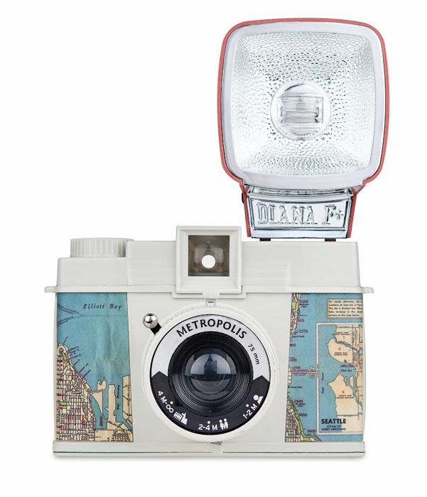 4. Fotoaparát Diana Metropolis, Lomography, cena na dotaz, www.fotoskoda.cz