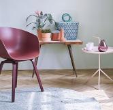 Pro impresionisty – začátečníky jsou ideální výrazné doplňky. Barevné křesílko, stolek nebo dekorace osvěží a snadno se vymění. (Zdroj: Primalex)