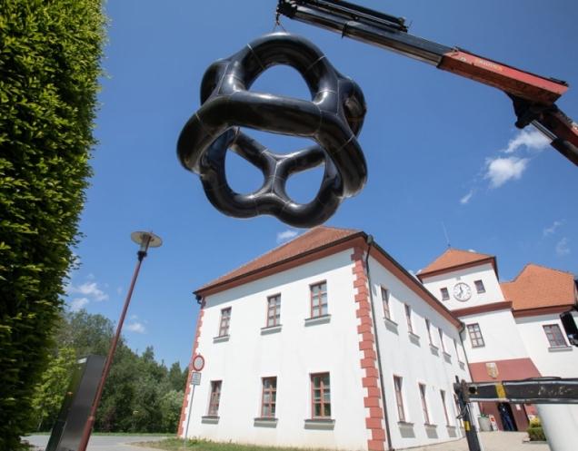 Fotografie z instalace, autor: Lukáš Rais (Zdroj: Flera Gallery)