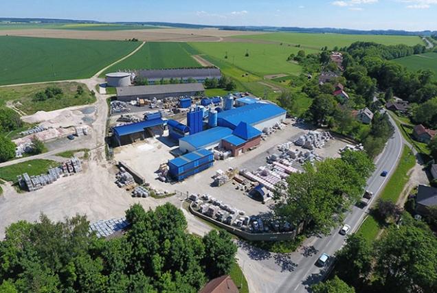 Firma NOVABRIK CZECH vyrábí fasádní obklady, zahradní zdi a dlažby skládané suchou cestou již 16 let.