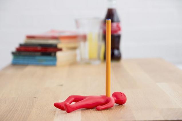 Stojánek na tužku SUCK UK Dead Fred pro milovníky černého humoru, silikon, výška 12,5 cm, cena 245 Kč, www.naoko.cz