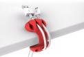 Úchytka Bobino Cable Clip snadno vyhraje nad klubkem kabelů, acetal, TPE plast, výška 18,5 cm, cena 215 Kč, www.innocentstore.cz