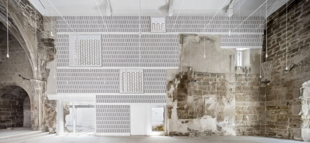 Brick Awards 2018: Zvláštní cena, Stavba mimo kategorie: Starý kostel ve Vilanova de la Barca, Lleida, Španělsko Architekt: AleaOlea Architeture & Landscape, Španělsko Rekonstrukce a dostavba kamenného kostela ze 13. století, zničeného během španělské občanské války, s použitím pálených keramických cihel a tašek ukazuje univerzálnost a přizpůsobivost tohoto materiálu. Představuje neobvyklý přístup k historické architektuře a unikátní dialog mezi minulostí a současností.
