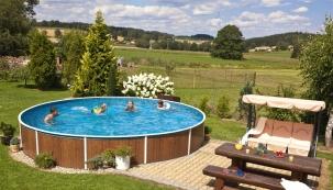 Bazény Azuro Vario z hlubokotažného ocelového plechu se hodí do každé zahrady. (Foto: Mountfield)