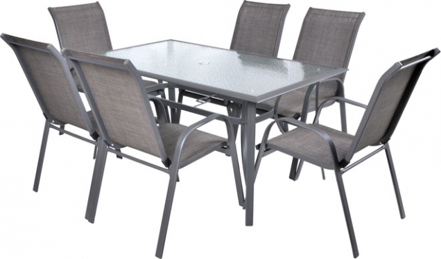 7. Odolná a lehká: Sofia 6 je sada šesti židlí a stolu z hliníkových profilů a s komaxitovou povrchovou úpravou, stolní desku tvoří tvrzené sklo s otvorem. Židle jsou stohovatelné. Použití odolného výpletu židlí ve spojení s hliníkovými profily zajišťuje vysokou odolnost proti vlhkosti a nízkou hmotnost. Vhodné pro použití v interiéru, exteriéru i ve vlhkém prostředí. výrobce: Hecht, cena: 6 590Kč, www.hecht.cz