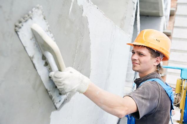 """Vždy je zapotřebí dbát na to, aby vlastnosti toho či onoho podkladového zdiva """"ladily"""" svlastnostmi omítkového systému, aby stěna fungovala jednotně jako celek."""