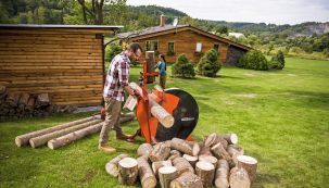 Příprava dřeva na zimu rozhodně není procházka růžovým sadem, obzvláště pokud vytápíte velký dům. Vtomto případě je pro vás cirkulárka nenahraditelným pomocníkem.