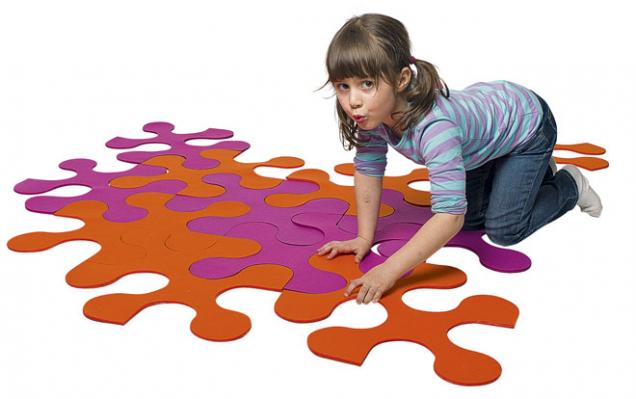 Libovolně velký hrací koberec můžete poskládat zdílků Puzzle Kaňka, cena 3540 Kč/4 díly, www.lusito.cz