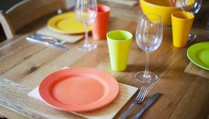 Nádobí Eco Dining se vyrábí zmateriálů bez toxických příměsí aje biologicky rozložitelné.