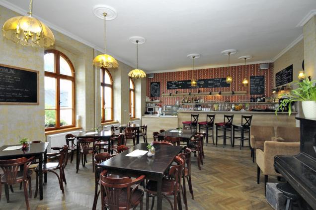 V Nebespánu se specializují na gurmánské zážitky, které si tady host může dopřát. Ve stejnojmenné restauraci nechybí klasické thonetky, pohodlná křesílka a opět tady dbají na každý detail.