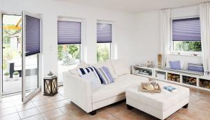 Plisé žaluzie pořídíte v mnoha materiálových i barevných variantách, přesně podle stylu vašeho interiéru. Ovládat je můžete plastovým madlem nebo šňůrkou (CLIMAX)