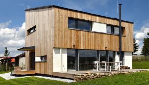 Plně zařízený vzorový dům Domesi Concept House si můžete krátkodobě pronajmout  a vyzkoušet si, jak funguje energeticky pasivní dřevostavba.