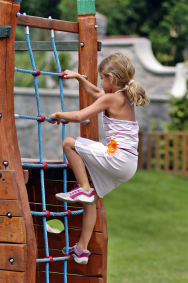 Instalováním herních prvků ahřišť pomáháte dětem rozvíjet jejich fyzické apsychické zdraví.