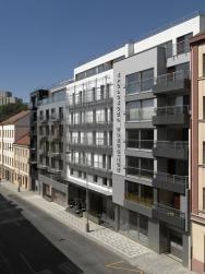 Luxusní bytový dům Residence Prokopova v Praze na Žižkově je zateplen kontaktním fasádním systémem StoTherm Vario a předsazeným odvětrávaným zateplovacím systémem StoVentec.