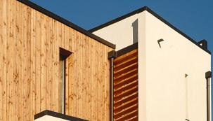Nejprodávanější ekologický kontaktní zateplovací systém na světě StoTherm Wood pro dřevostavby je na trhu již 20 let a výborně se uplatňuje nejen na difúzně uzavřených fasádách, ale je odzkoušen i na difuzně otevřené konstrukci současných dřevostaveb.
