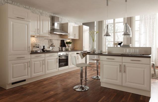 Mysleli jste si, že barevné kuchyně jsou tabu? Letos mezi trendy odstíny hraje prim fialová, která se stala barvou roku 2018. Ultra violet má své zastoupení nejen v módě, ale také v interiérovém designu – ani kuchyně nejsou výjimkou. Její tóny, jako jsou levandulová nebo magnoliová, ozvláštní místnost a sluší nejen kuchyňské lince. (kuchyně Nadine - Magnolie, zdroj: Gorenje)