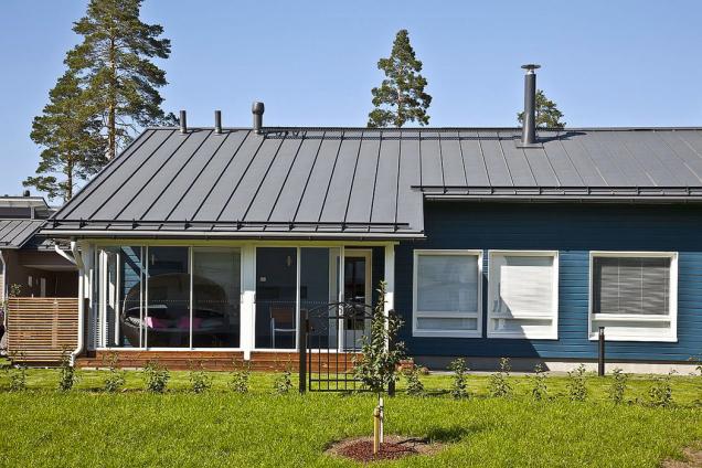 Skandinávský dům, na jehož střeše se snoubí finský design se severskou ocelí. Garance vysoké kvality aživotnosti na desítky let (RUUKKI)
