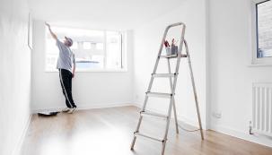 V případě dodavatelské stavby domu je problematika smlouvy o dílo velmi široká. Souvisejí s ní možná úskalí, mimo jiné i v podobě řešení vad, ať již jsou zjevné na první pohled nebo se projeví později, po řádném předání díla k užívání.