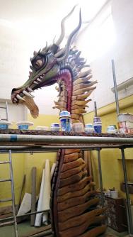 Novinkou letošního roku jsou barevní draci, kteří stráží typické křivolaké hrady.