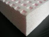 Izolační desky Isover EPS SOKL 3000 se vyrábějí lisováním do forem s výraznou povrchovou vaflovou strukturou pro vysokou přídržnost lepidel a tmelů