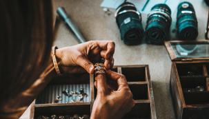 Jak pomocí šperků originálně vyzdobit svůj domov (Zdroj: Unsplash.com)