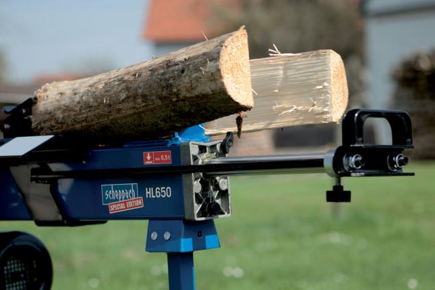Detail horizontálního štípače dřeva