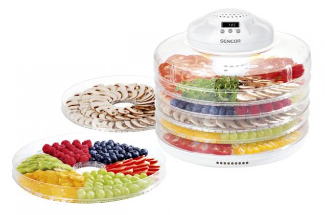 1.Sušička ovoce,výrobce: Sencor, cena:899Kč,www.sencor.cz- sušička potravin SFD 2105WH spěti síty avestavěným ventilátorem je vhodná kpřípravě sušeného ovoce, rozinek, sušené zeleniny, sušených rajčat, bylinek, bylinkových čajů, hub, masa aryb aovoce akvětů na dekorace. Příkon 250 W.