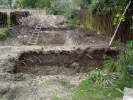 """Stará adobře """"prokořenělá"""" zahrada si žádala změnu. Voda do ní vnesla život (1)"""