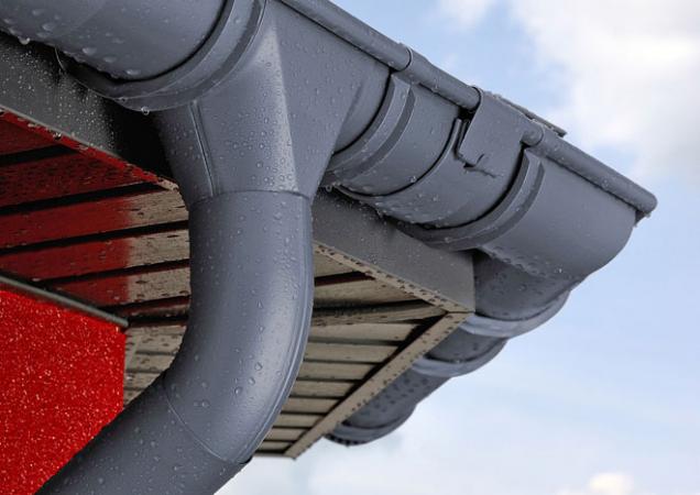 Česká firma Satjam kromě lehkých plechových krytin dodává istřešní příslušenství, včetně uceleného okapového systému Satjam Niagara. Nově je dostupný také zvysoce kvalitní slitiny AluRain, jejímž dodavatelem je známá hliníkárna Norsk Hydro. Okapy Satjam Niagara jsou silné 0,7 milimetru amají odolnou povrchovou úpravu. Díky tomu je nikdy nebudete muset natírat anavíc je naně vrámci programu Satjam Záruka Plus poskytována garance funkčnosti 30 let. www.satjam.cz