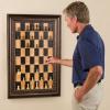 Vertikální nástěnná šachovnice.