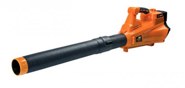Fukar Patriot BL25 40V nahradí hrábě i koště, proud vzduchu lze regulovat čtyřstupňovým vypínačem. Cena 1 895 Kč