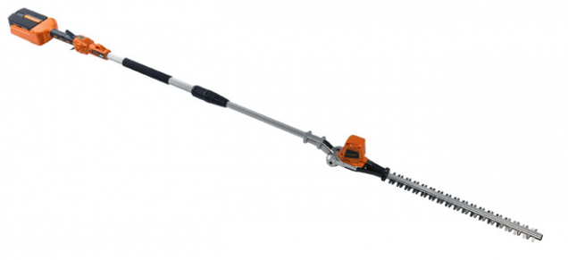 Teleskopické plotové nůžky Patriot PHT52 40V pro stříhání vyšších keřů – tyč vysunete až do výšky 340 cm. Cena 2 075 Kč