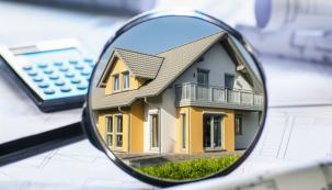 Při koupi domu vám prodávající může leccos zatajit. Poradíme vám, jak můžete při koupi předejít možným nepříjemnostem. Nezapomeňte na katastr, stav budovy i náklady za energie. (Zdroj: Eprukaz.cz)
