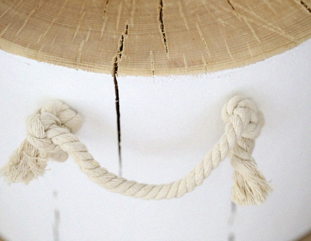 """8. Na háčky přivažte lano a vytvořte úchytky – """"uši"""""""