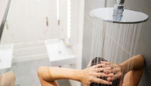 Používat sprchu jen kočistě už dneska nestačí. Chceme víc. Možnosti tu totiž jsou, tak je využijme asprchový kout povyšme namalé wellness, které skvěle doplní třeba domácí saunu či infrasaunu.