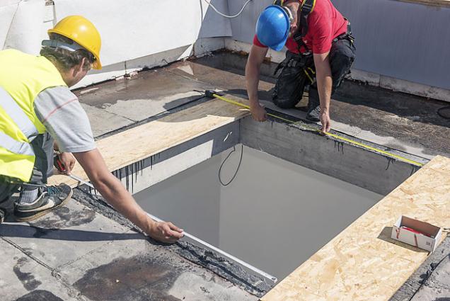 1. Příprava aosazení zvedacích rámů ZCE. Nejprve je třeba provést vyměření aúpravu montážního otvoru pomocí dřevotřískových příložek.