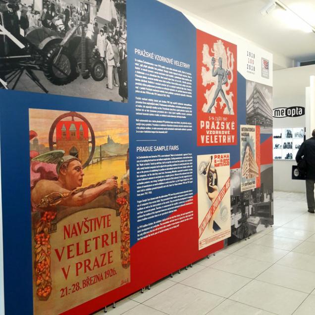 """Výstava """"Pražské vzorkové veletrhy"""", která je součástí projektu Národního technického muzea koslavě 100. výročí vzniku republiky s názvem """"Made in Czechoslovakia aneb průmysl, který dobyl svět"""", je prezentací současných, ale tradičních domácích výrobců. Výstava doplňuje historickou část hlavní výstavy o pohled na současnou českou průmyslovou výrobu, a to především těch výrobců, jejichž značky doprovází převážnou část historie naší republiky. (Zdroj: RAKO; NTM.cz)"""