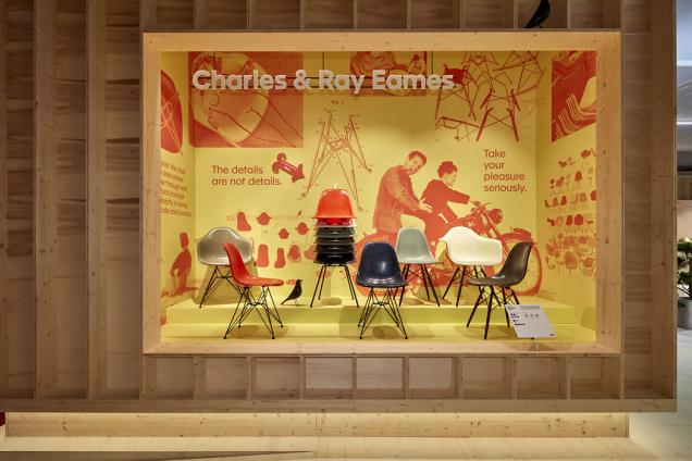 Málokterý kus nábytku symbolizuje svět designu 20. století lépe než ikonická židle odCharlese aRay Eamesových. Eames Fiberglass byla odsvého návrhu vroce 1950 neustále zdokonalována sohledem nanáročnou výrobu iměnící se požadavky. Materiál se v90. letech změnil napolypropylen apůvodní varianta se přestala vyrábět. Až doletošního roku, kdy se Vitra vrátila kvýrobě originální židle ze sklolaminátu avbarvách, které pro ni původně navrhla Ray Eamesová.