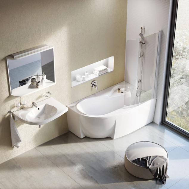 Koupelnový koncept Rosa zn. Ravak obsahuje novou vanu Rosa 95, jako stvořenou pro všechny typy koupelen. Díky atypickému tvaru asprchové zástěně umožňuje jak pohodlné koupání, tak iplnohodnotné sprchování. Šířka 95cm, délka 150 nebo 160cm  (www.ravak.cz)