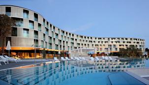 Barva StoColor X-Black na fasádě hotelu Amarin Rovinj Chorvatsko