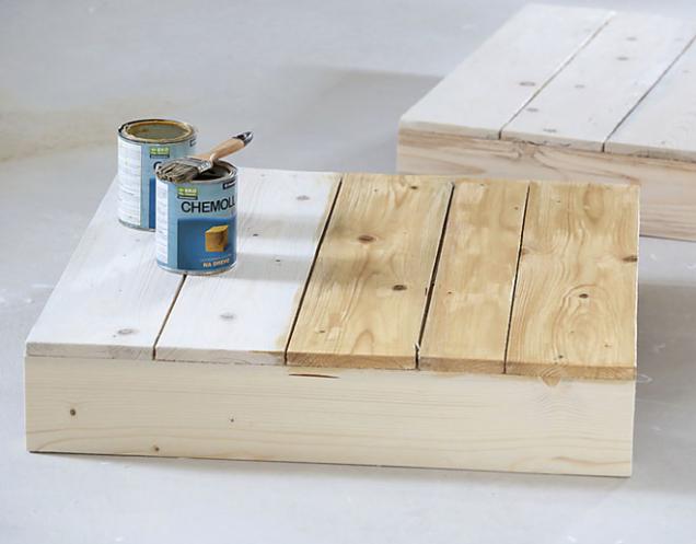 7. Povrch natřete širokým štětcem bezbarvým lazurovacím lakem a nechte dobře uschnout podle návodu výrobce.