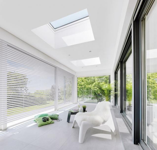 Okna doplochých střech byla konstruována avyrobena zkvalitních materiálů svyužitím inovativních řešení. Výrobky zajišťují komfortní využívání podstřešních místností (FAKRO)