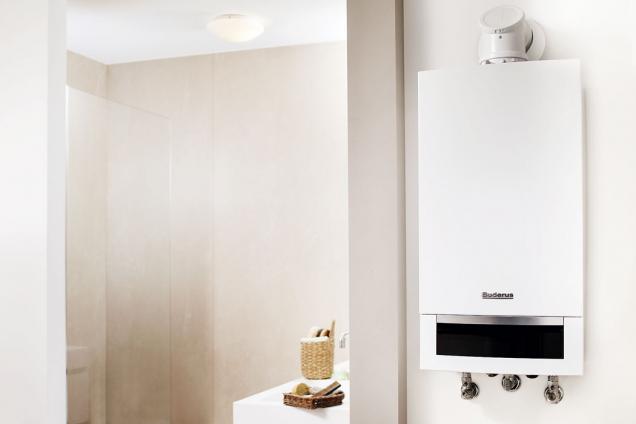 Plynový kondenzační kotel Buderus Logamax plus GB172-24K. Kotel v provedení se zásobníkem s vrstveným nabíjením zajistí maximální komfort teplé vody. Se 40litrovým zásobníkem je ideálně dimenzován pro domy s jednou rodinou (BUDERUS)