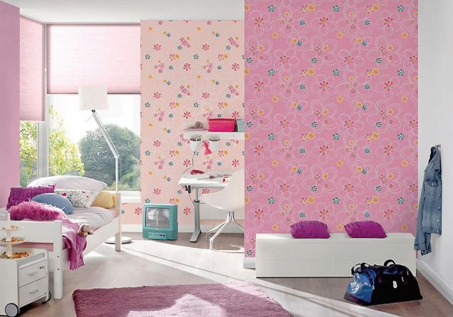 Pro děti jsou jako stvořené papírové tapety z kolekce Boys & Girls s podmanivými  motivy květin. Desetimetrová role stojí zpravidla kolem 200Kč podle druhu dekoru (Hornbach)