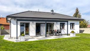 Navštívili jsme krásný nový rodinný dům apovídali si sjeho majiteli odůvodech jeho pořízení i o očekáváních sním spojených.