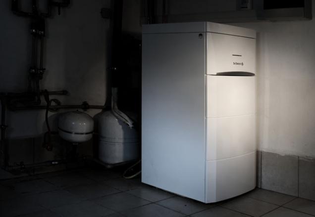 Vytápění tepelnými čerpadly je v současnosti moderní a velmi často volená forma vytápění rodinného domu, zvláště pak u novostaveb. Pro budoucí spokojenost s tímto typem vytápění je však předpokladem správná volba jeho typu, výkonu a také dodržení pravidel instalace. O tématu jsme si povídali s panem Ing. Petrem Štarmannem, technikem společnosti BDR Thermea s.r.o., která v ČR zastupuje výrobce čerpadel De Dietrich. (Zdroj: De Dietrich)