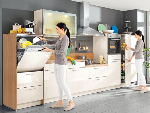 Ergonometrie v kuchyni: myčka a trouba vpohodlné výšce, snížená varná plocha – na první pohled je to ovšem trochu nezvyk.