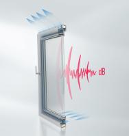 """Okenní řešení AWS 90 AC.SI má speciální středové těsnění a vzduch proudí přes rám, čímž zajišťuje snížení zvuku ve sklopené """"ventilační"""" poloze, tedy během větrání. (Zdroj: Schüco CZ)"""