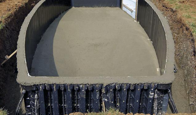 6.Stěny bazénu jsou dokonale vylity betonem apřesně vyhlazeny, dno bazénu rovněž.